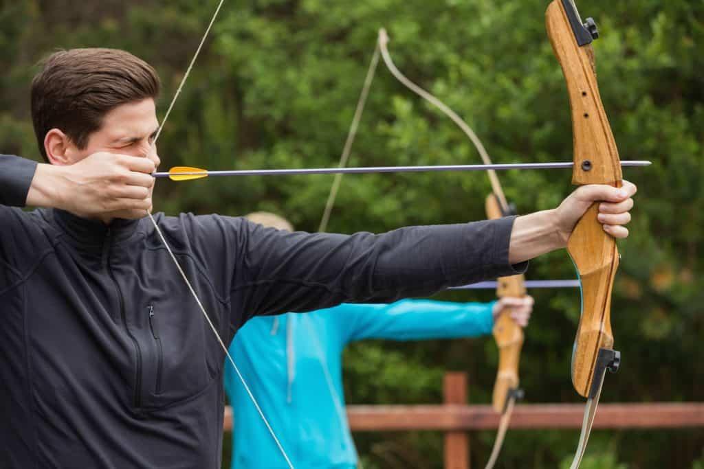 5b1ee6c7b Al momento de usar un arco siempre se debe tener en cuenta los factores de  seguridad para hacer una práctica sin riesgos. (Foto  Wavebreak Media Ltd  ...