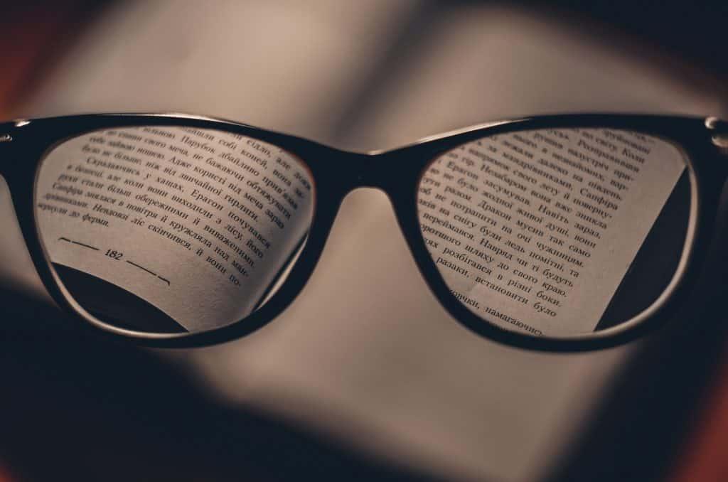 ac03a7049b Es muy común que la visión se deteriore. Con los lentes adecuados podrás  mejorar tu calidad de vida. La claridad está a dos lentes de distancia.