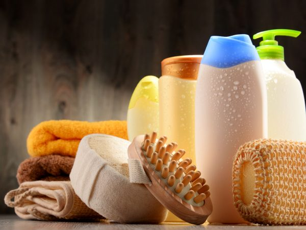 69051115 – plastic bottles of body care and beauty products.
