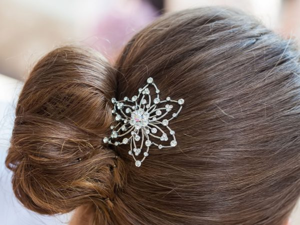 16022402 – the diamond hair clip in the hair of a woman.