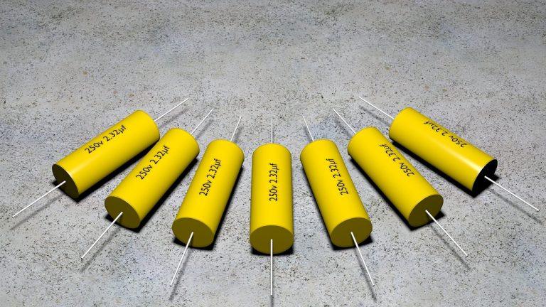 Vários capacitores.