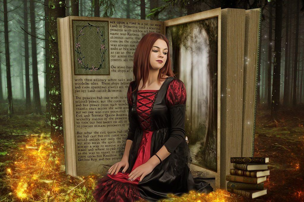 Uma mulher gótica está no meio de um livro gigante de pé e aberto. O cenário é uma floresta encantada, tarde da noite.