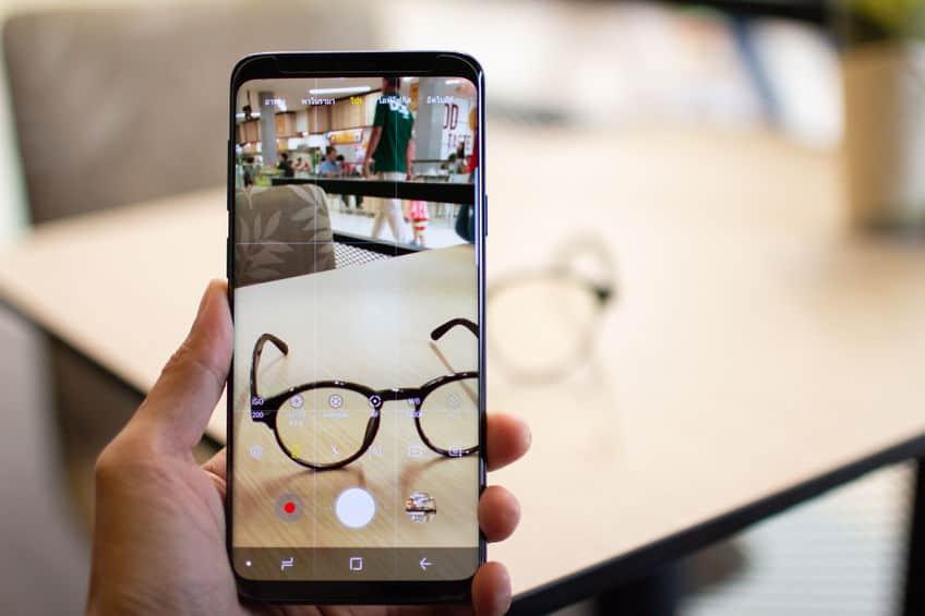 Imagem de Galaxy S9 fazendo foto.