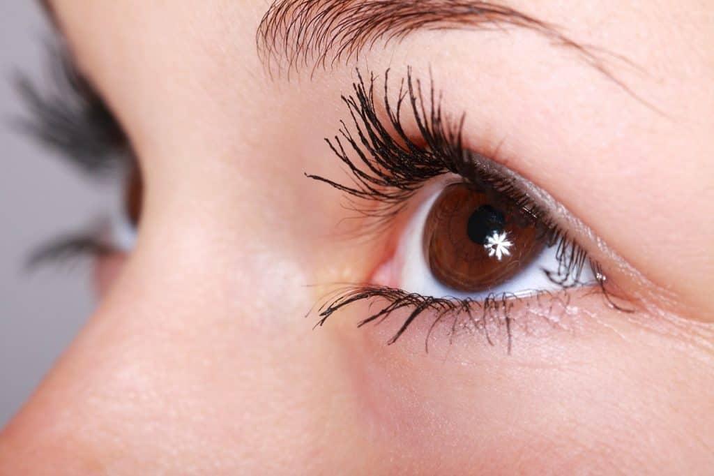 Imagem dos olhos de uma mulher.